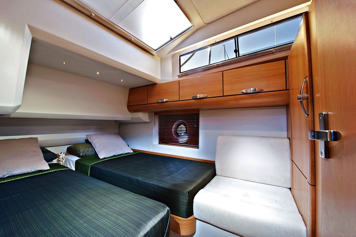 2021 Greenline 40 Manufacturer Provided Image: Greenline 40 Cabin