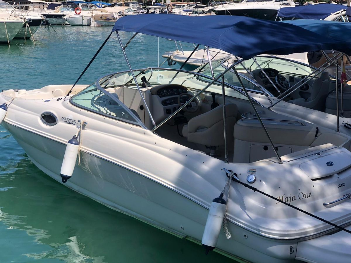 2001 Sea Ray 240 Sundeck for sale in Palma de Mallorca by Clipper Marine Spain