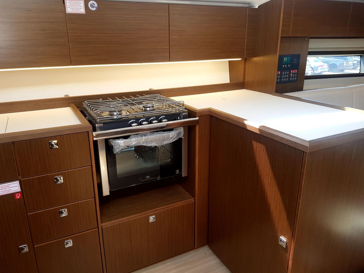 2020 Bavaria C42 Bavaria C42 Galley