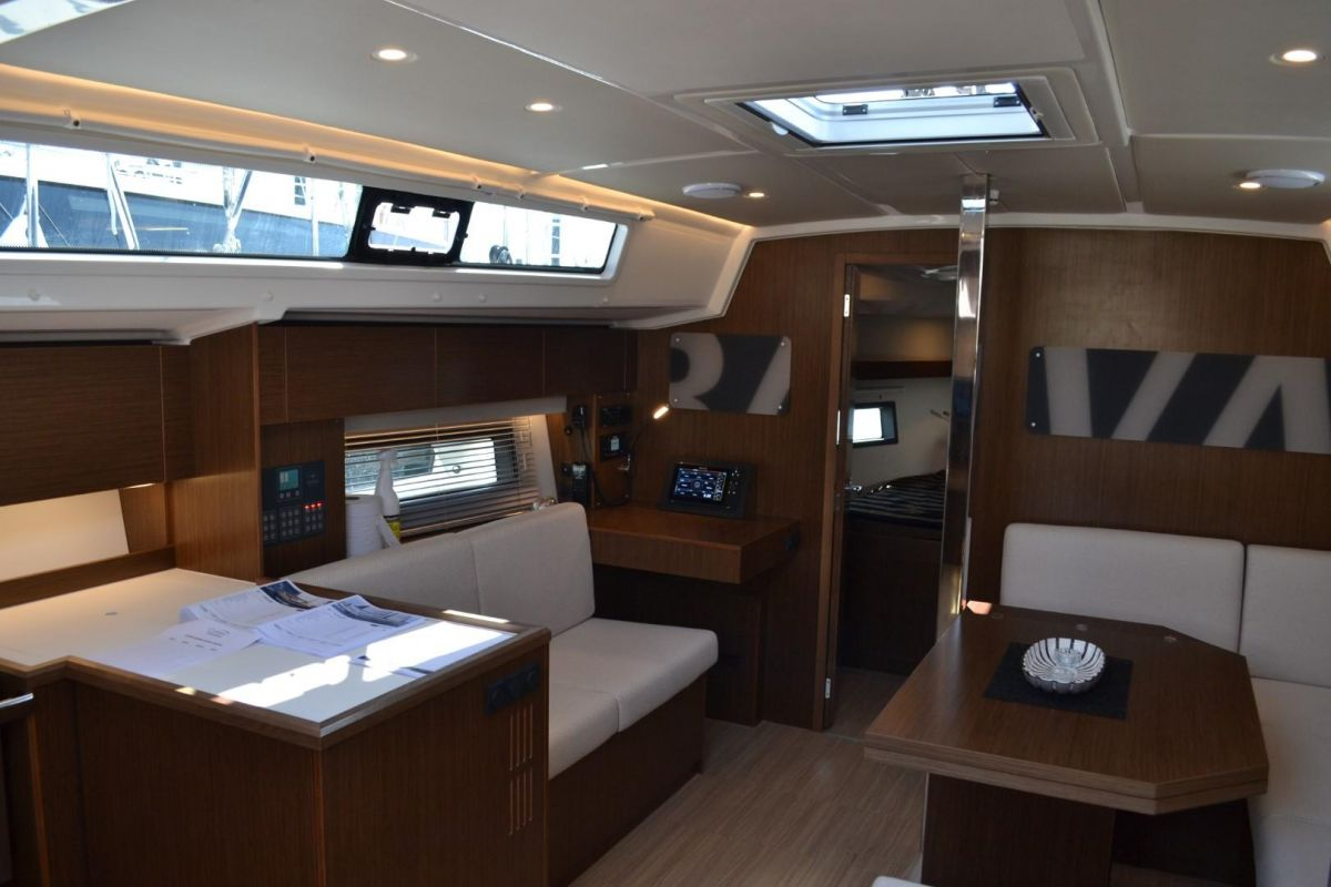 2020 Bavaria C42 C42 - Floating exhibition