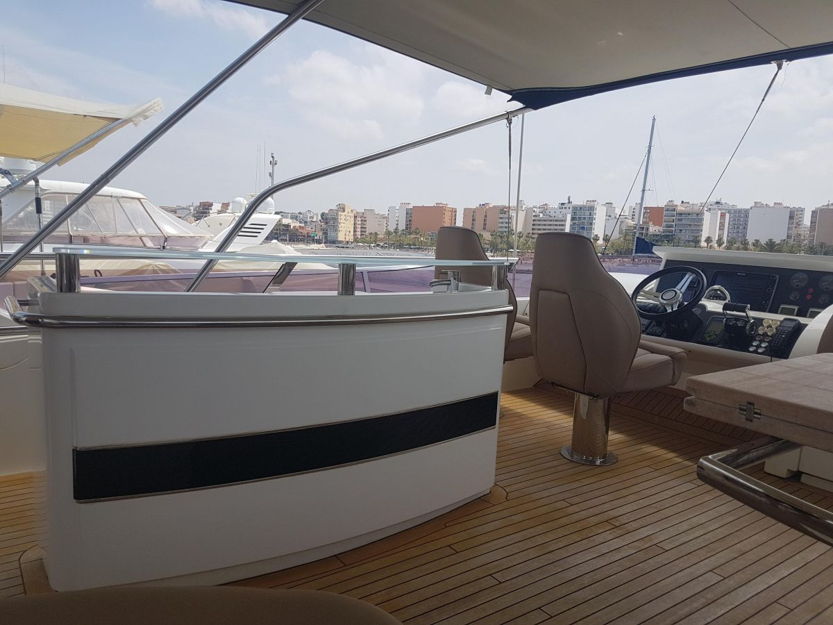 2013 Princess 72 Motor Yacht Wetbar in Flybridge