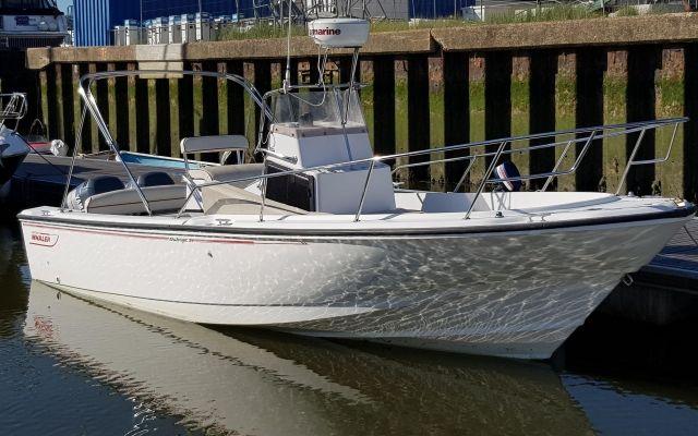 Boston Whaler 24 Oburzenie