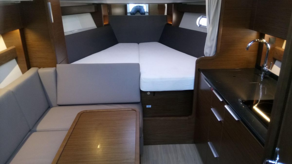 2017 Bavaria S33 Open saloon view / big double bed in front