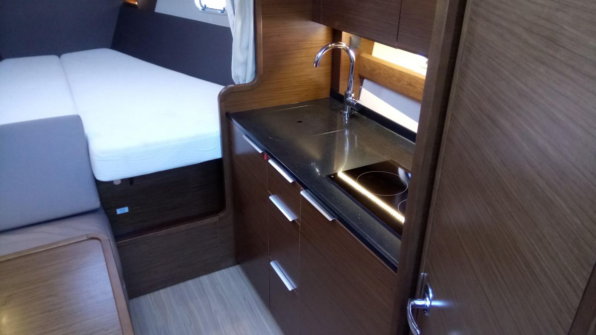 2017 Bavaria S33 Open galley
