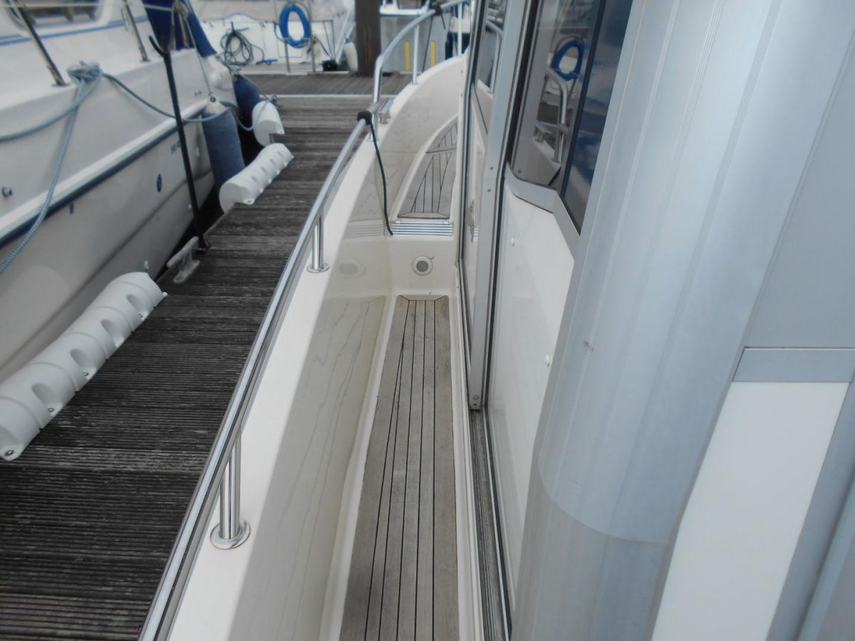 2011 Aquador 25ce Safe Sidedecks
