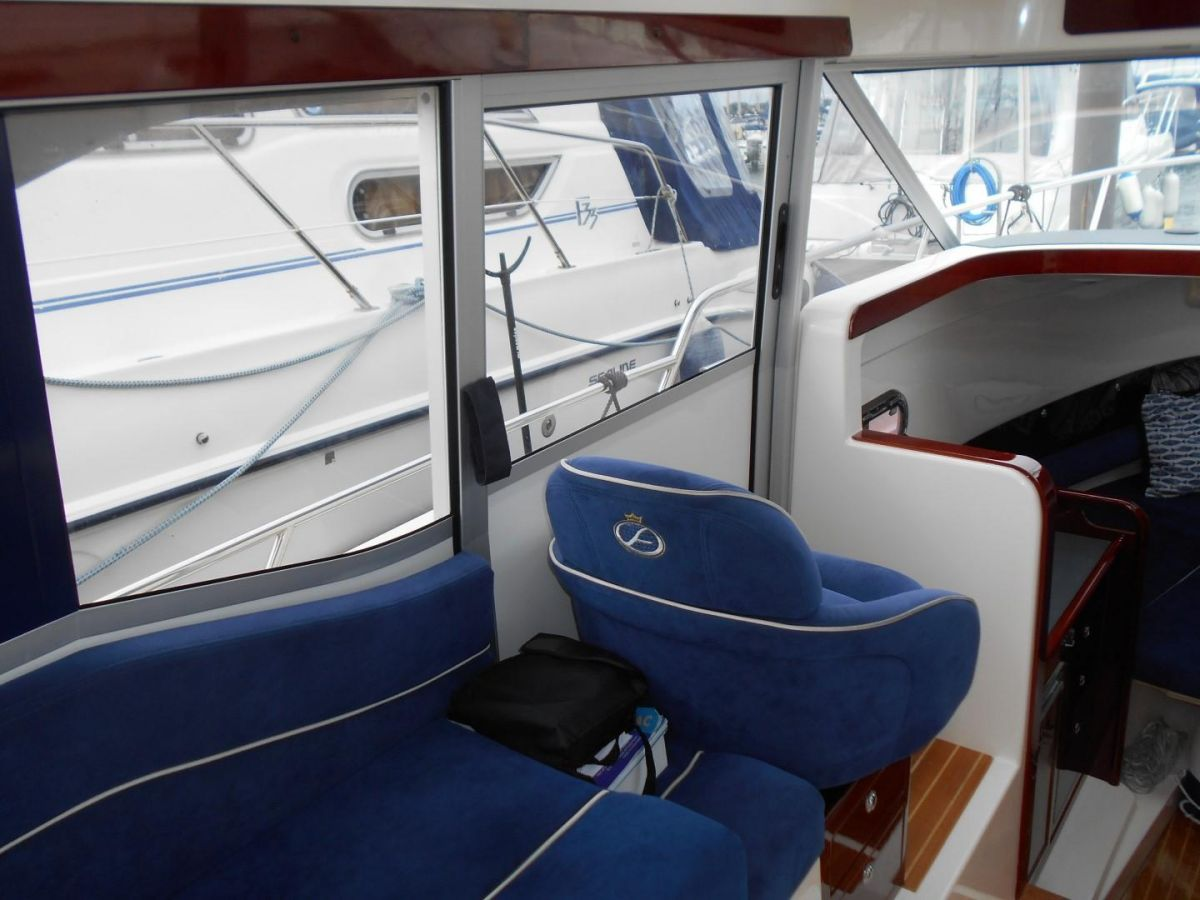 2011 Aquador 25ce Port Sliding Door to Deck