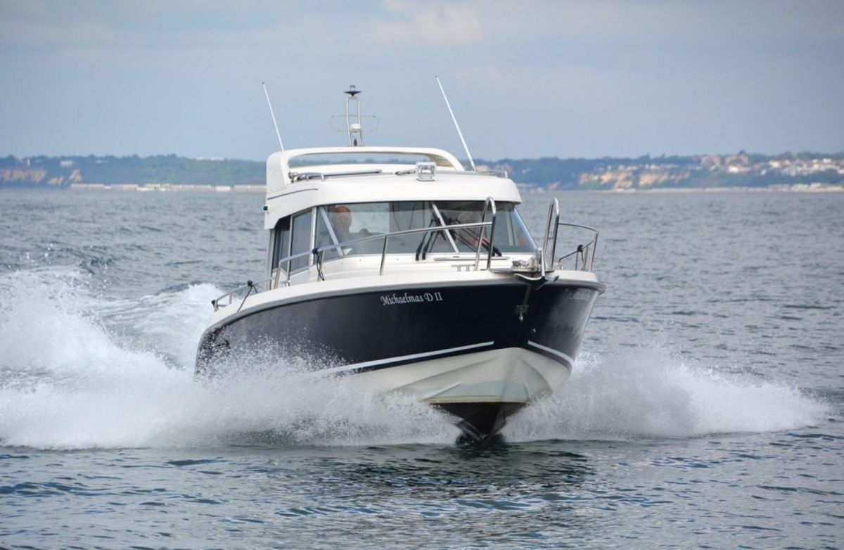 2011 Aquador 25ce Underway in Poole Bay