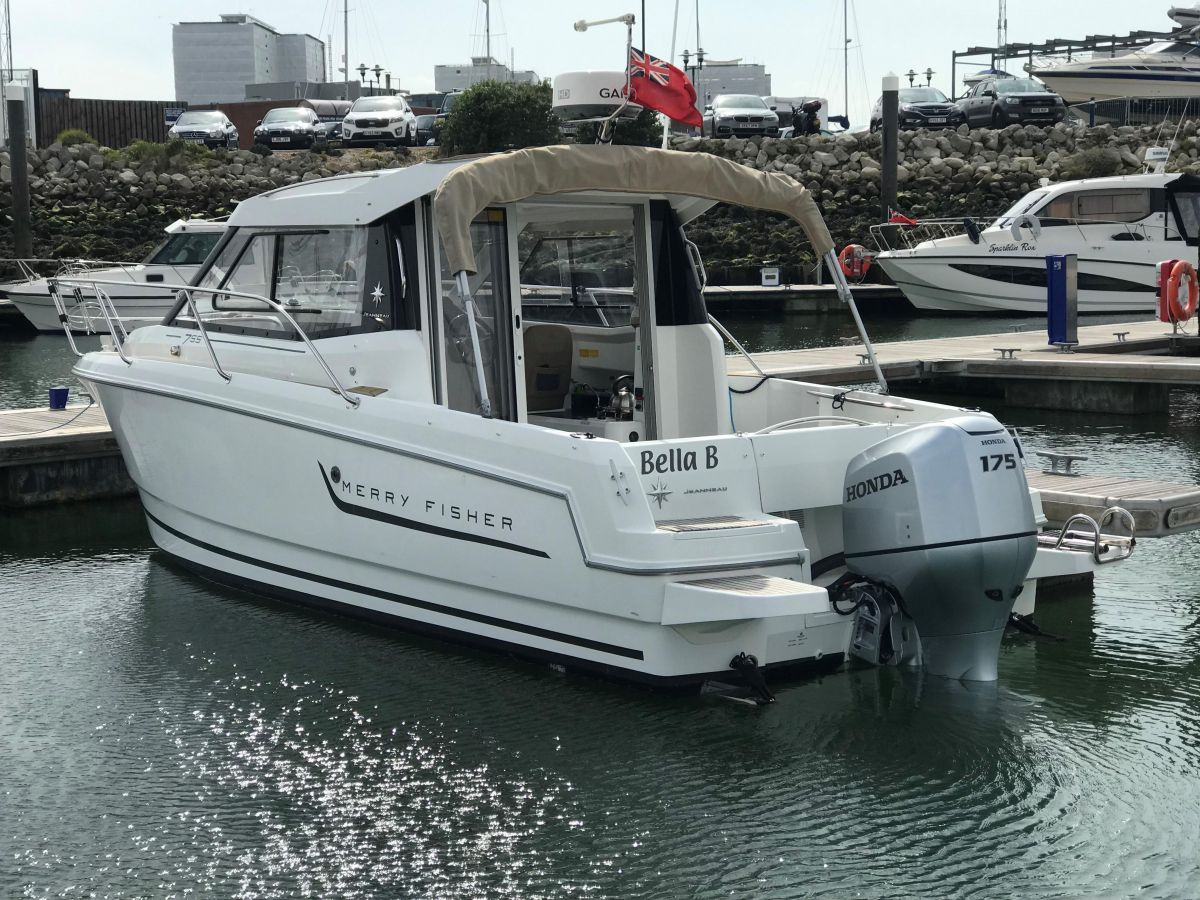 2014 Jeanneau Merry Fisher 755 Canopy closed