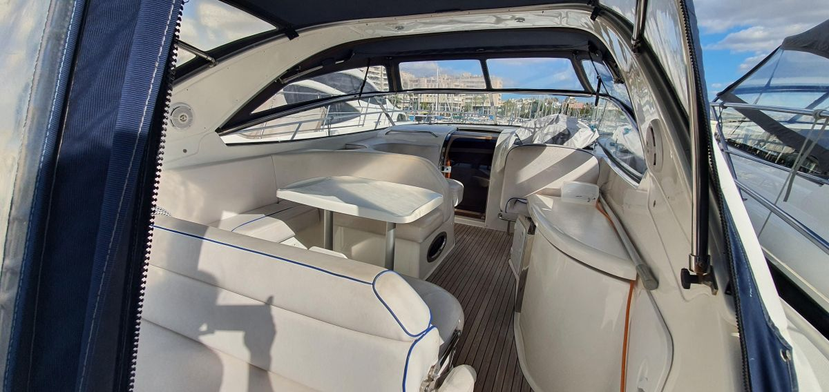 2010 Bavaria 33 Sport Solarium for rest