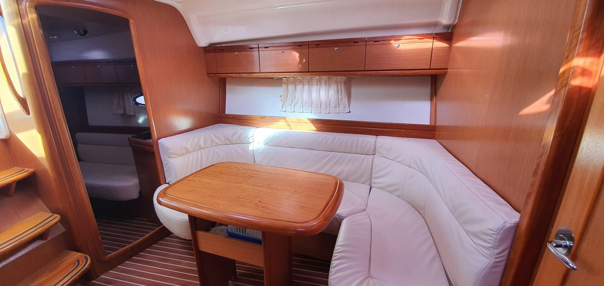 2010 Bavaria 33 Sport Perfect upholstery!