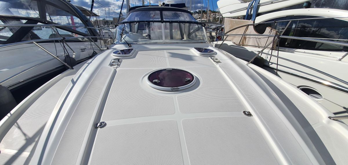 2010 Bavaria 33 Sport Bow view
