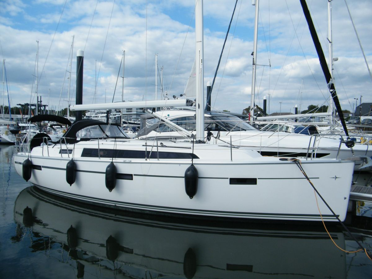 2014 Bavaria Cruiser 37 for sale in Swanwick by Clipper Marine Spain