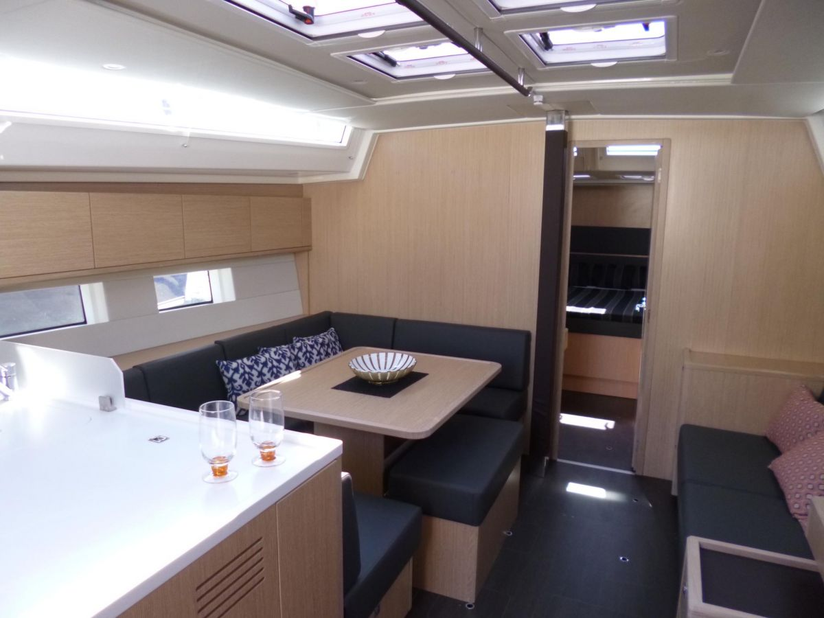 2020 Bavaria C50 Style Natural light in every corner