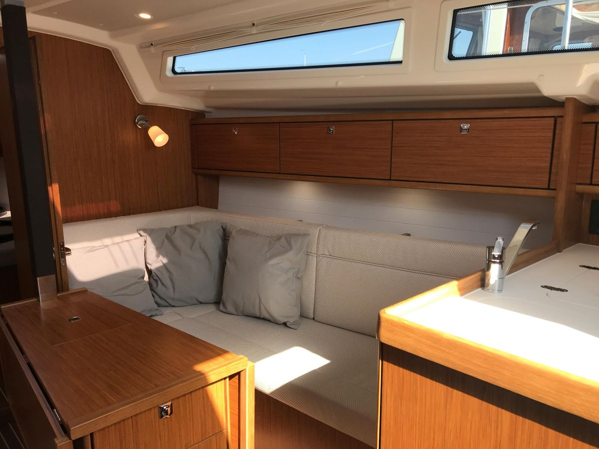 2020 Bavaria Cruiser 34 Plenty of storage space