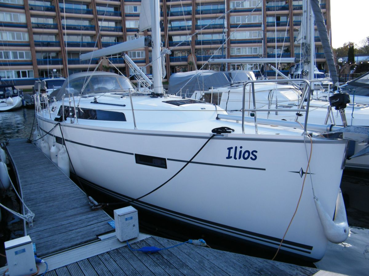 2014 Bavaria Cruiser 37 for sale in Portsmouth by Clipper Marine Spain