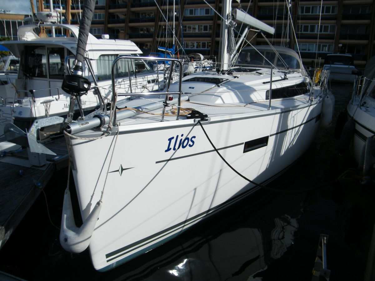 2014 Bavaria Cruiser 37 Bow
