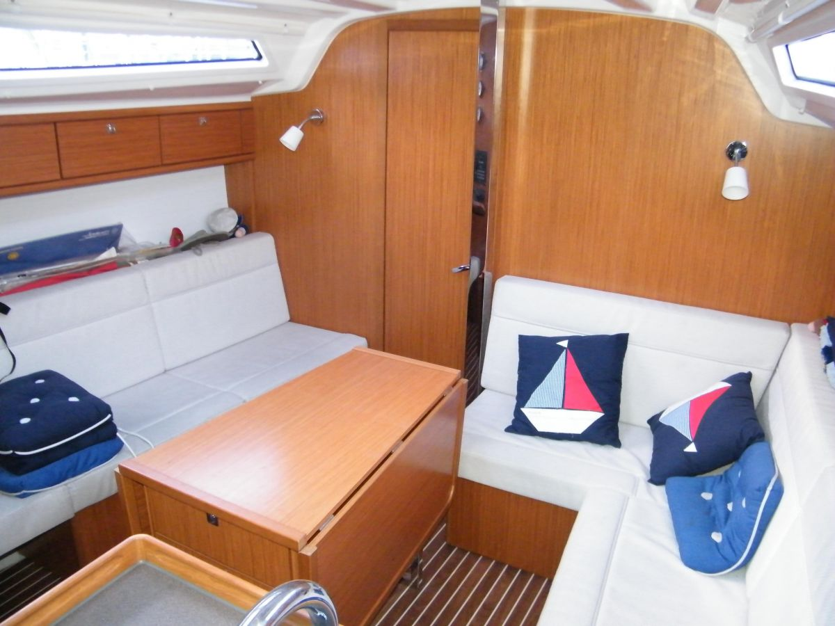 2014 Bavaria Cruiser 37 Saloon
