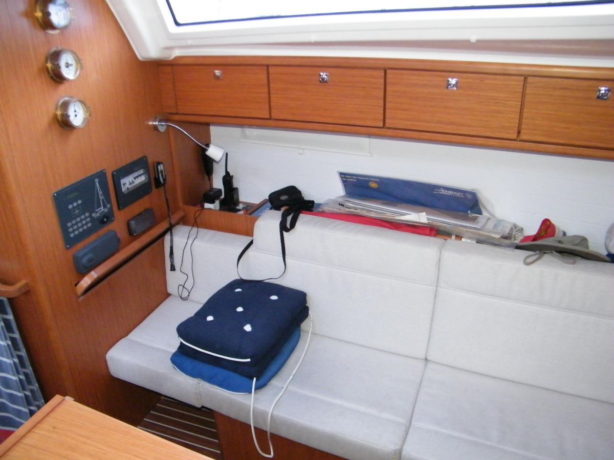 2014 Bavaria Cruiser 37 Chart table