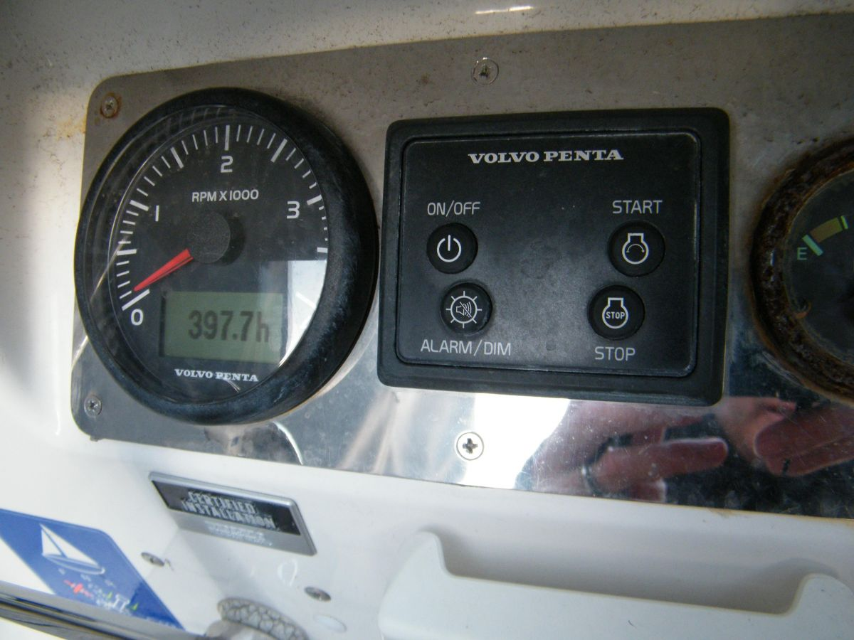 2014 Bavaria Cruiser 37 Engine controls
