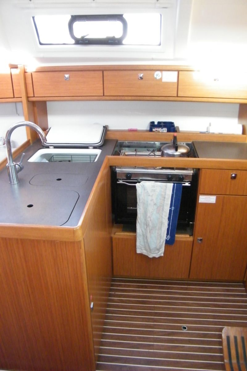 2014 Bavaria Cruiser 37 Galley