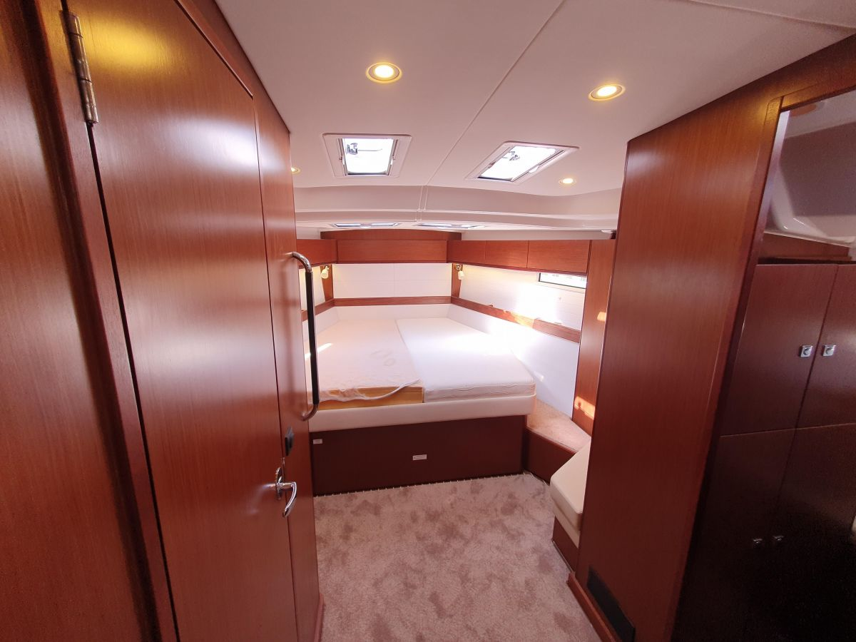 2017 Bavaria Cruiser 51 Style Mattress cover on port side is having a new zip fitted