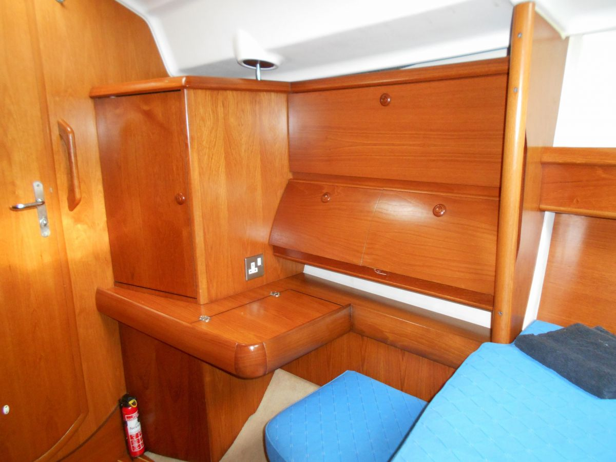 2004 Jeanneau Sun Odyssey 40 DS Forward Cabin Dressing Table and Storage