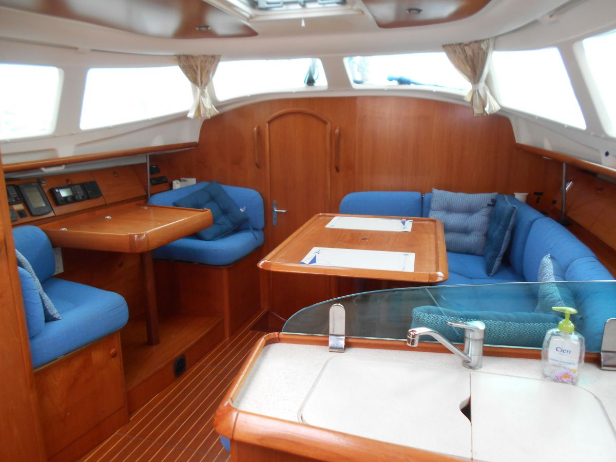 2004 Jeanneau Sun Odyssey 40 DS Saloon Filled With Natural Light