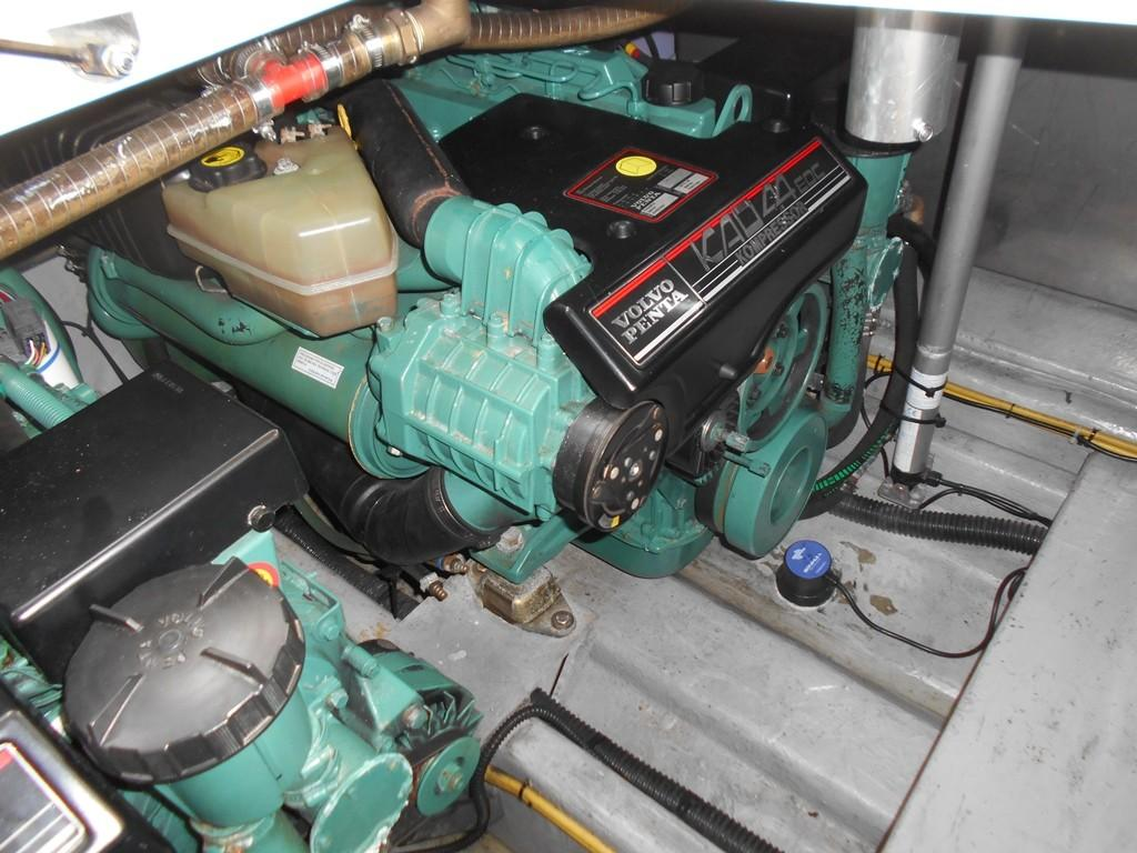 2002 Sessa Marine Oyster 40 Port KAD44 Engine