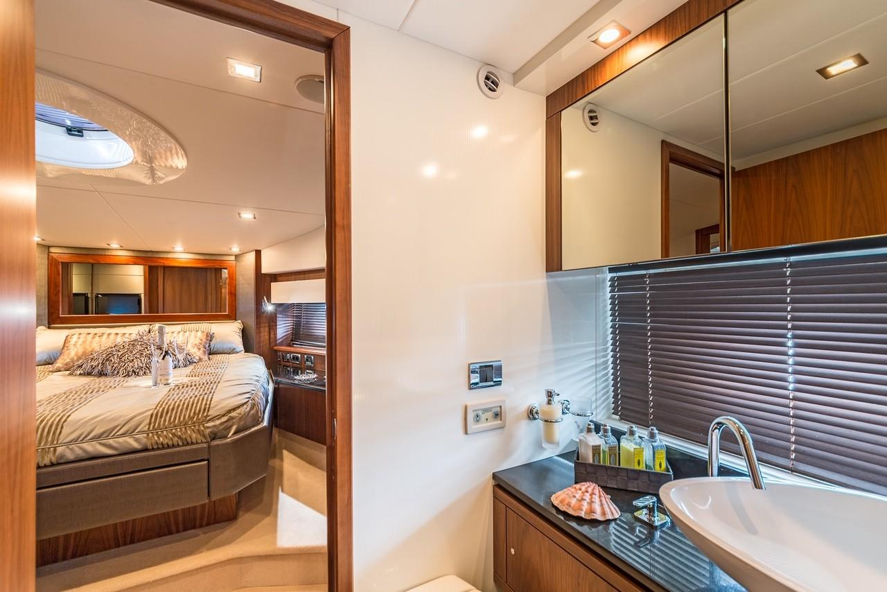 2010 Sunseeker Predator 74 Sportsfly bow cabin bathroom