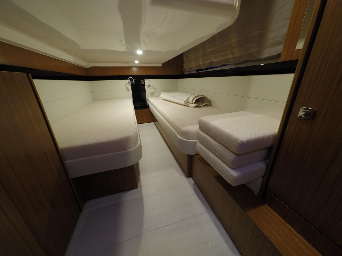 2014 Bavaria Virtess 420 Coupe Two double aft cabins