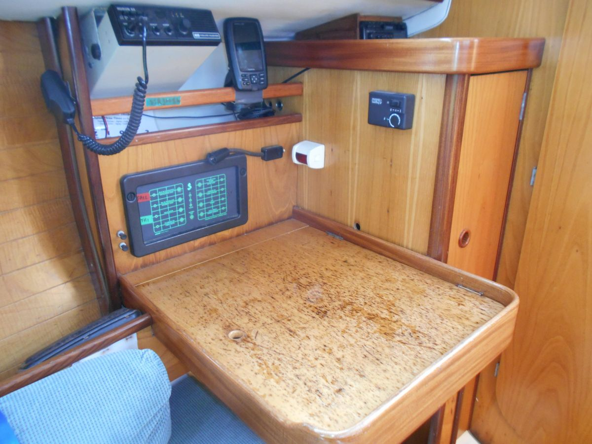 1988 Beneteau First 285 Chart Table