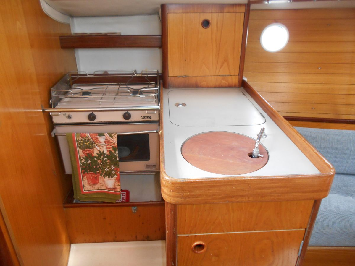 1988 Beneteau First 285 Galley