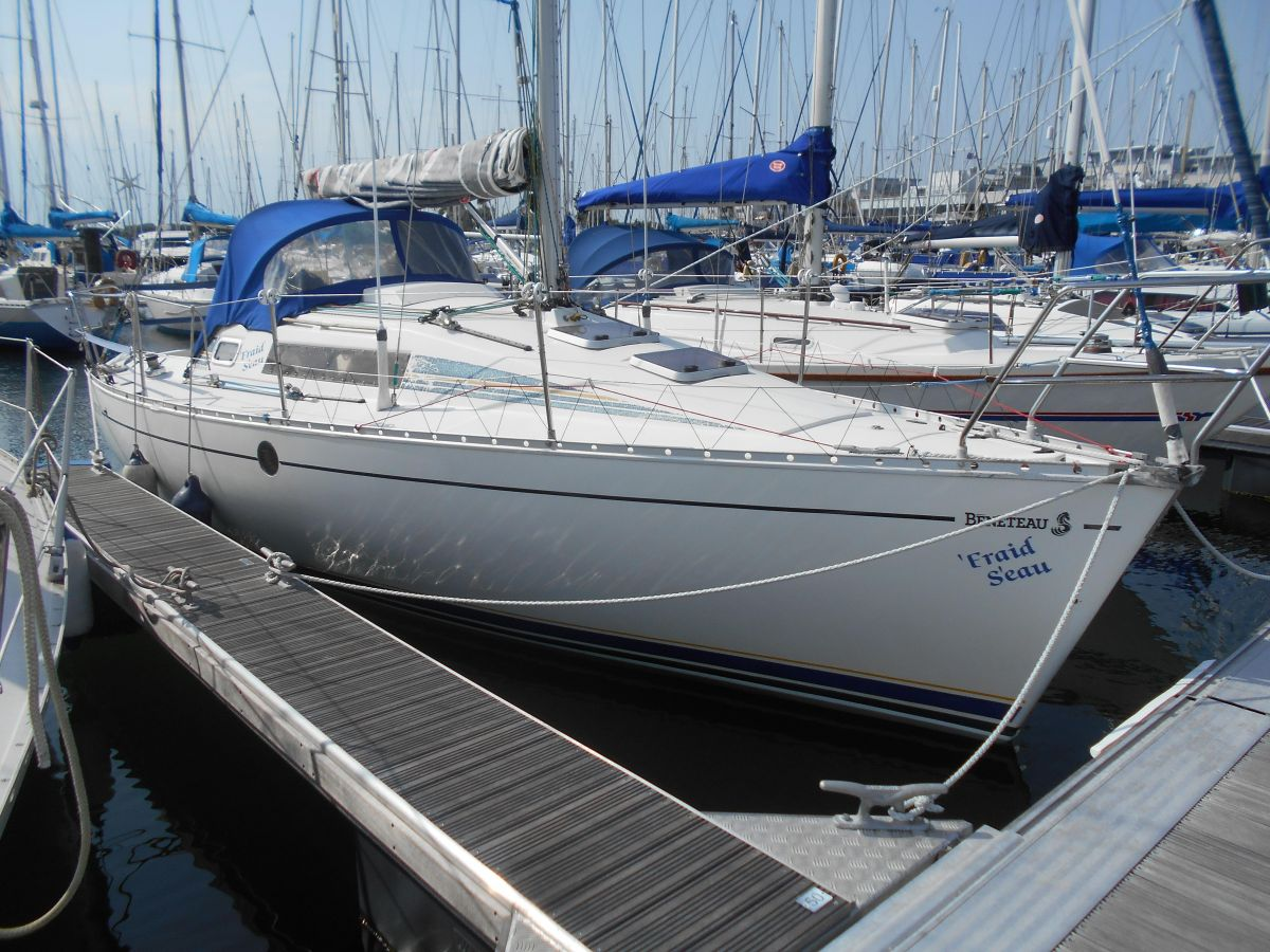 1988 Beneteau First 285 for sale in Poole by Clipper Marine Spain