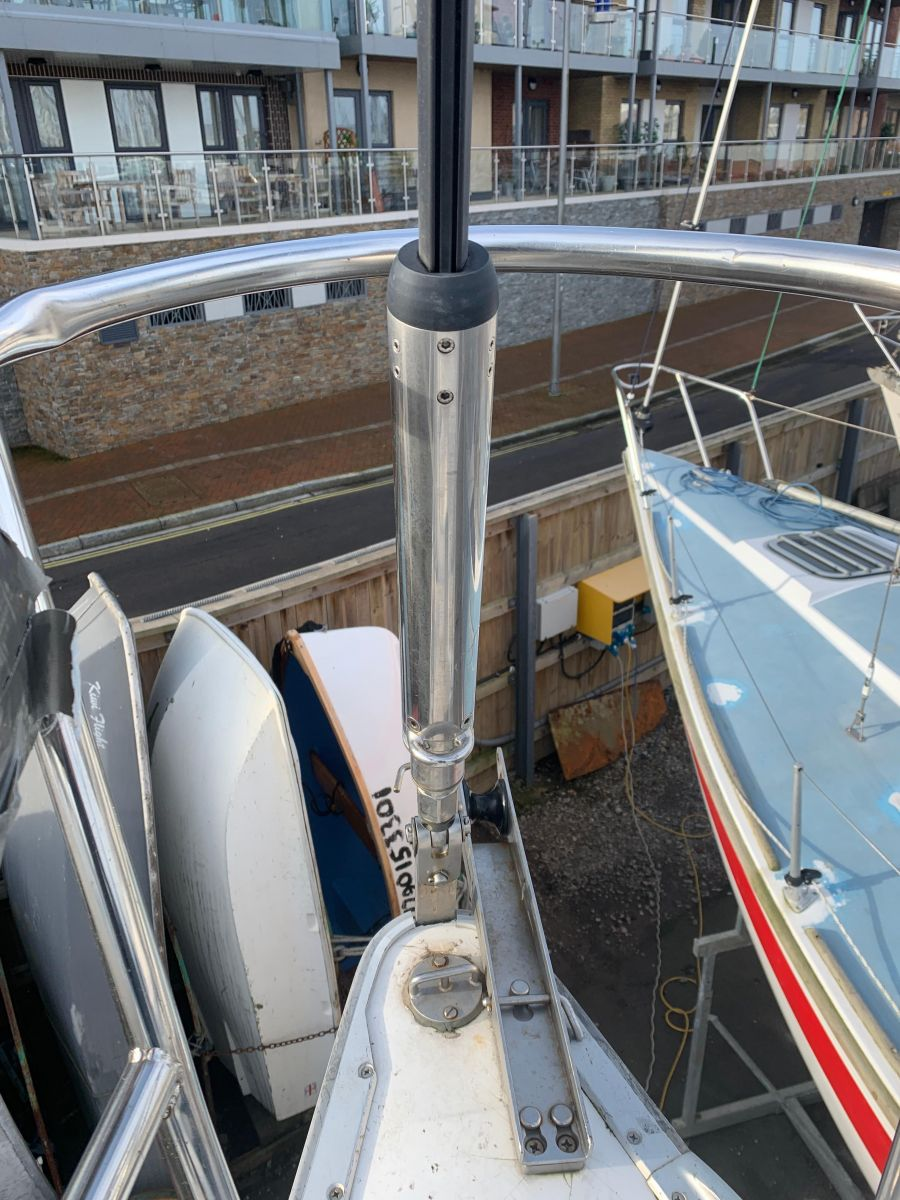 2004 Bavaria Match 35 Twin groove forestay with removable drum