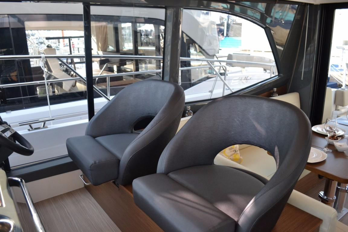 2018 Bavaria R40 Fly Lower helm seats of similar vessel