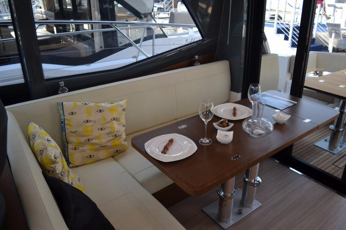 2018 Bavaria R40 Fly Saloon table of similar vessel