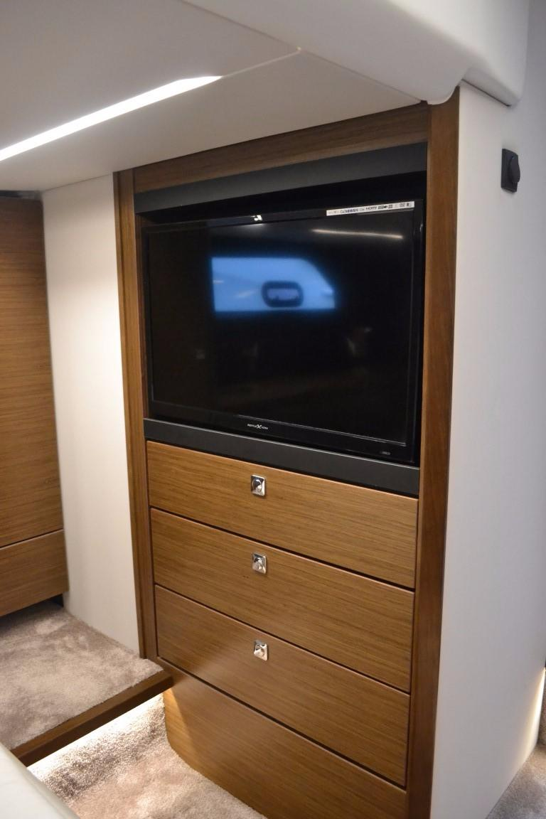 2018 Bavaria R40 Fly Master cabin TV of similar vessel