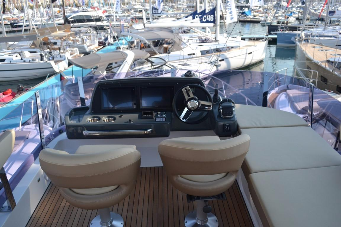 2018 Bavaria R40 Fly Flybridge helm of similar vessel