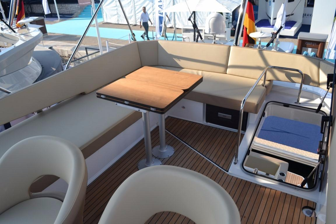 2018 Bavaria R40 Fly Flybridge table of similar vessel