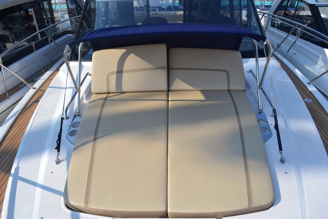 2018 Bavaria R40 Fly Foredeck cushions and bimini of similar vessel
