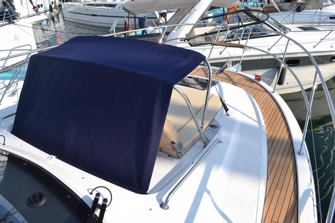 2018 Bavaria R40 Fly Foredeck bimini of similar vessel