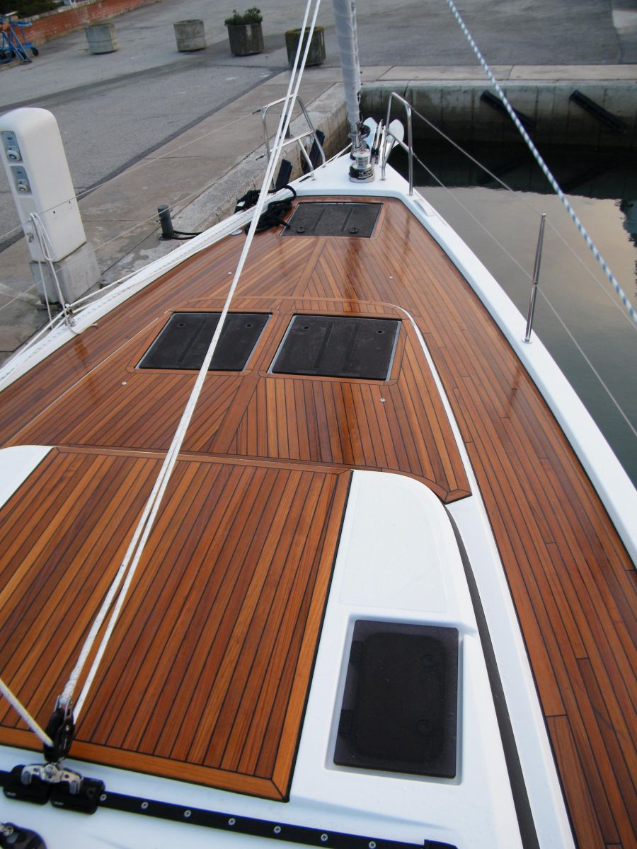 2018 Bavaria C45 Style Fore deck