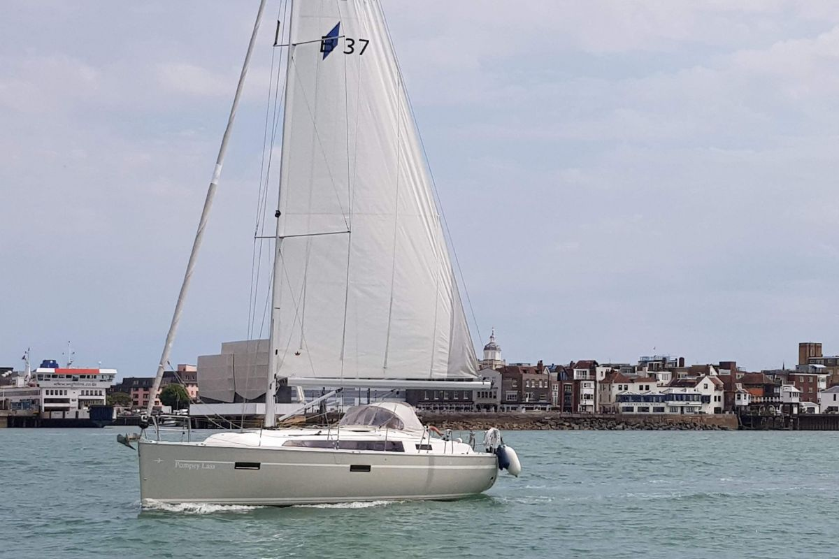 2015 Bavaria Cruiser 37 for sale in Port Solent by Clipper Marine Spain