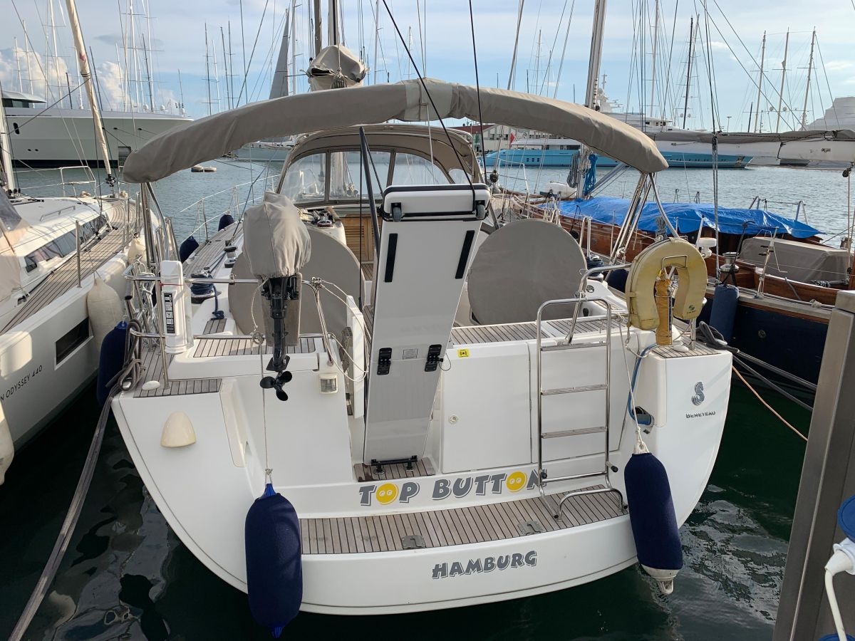 2008 Beneteau Oceanis 46 with covers
