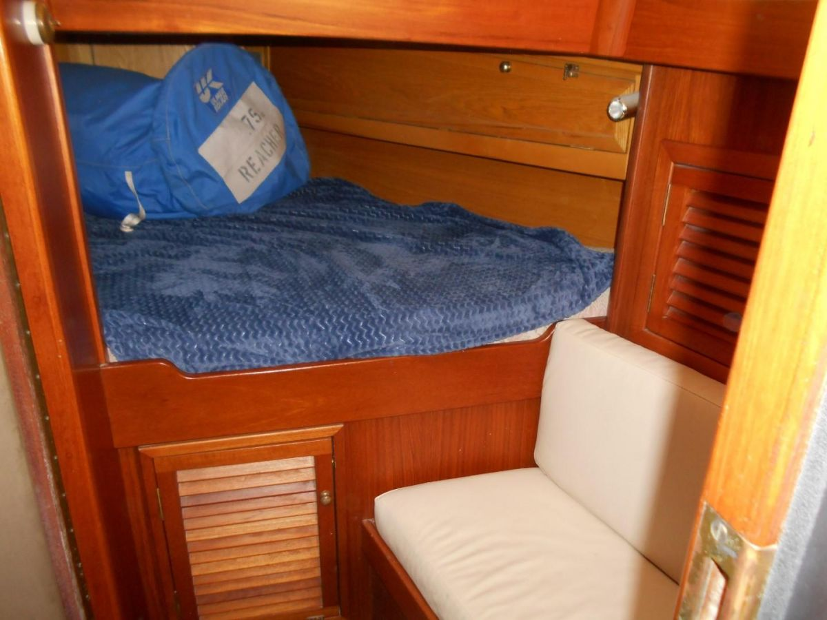 2006 Bruce Roberts Spray 45 Forward Double Berth & Settee