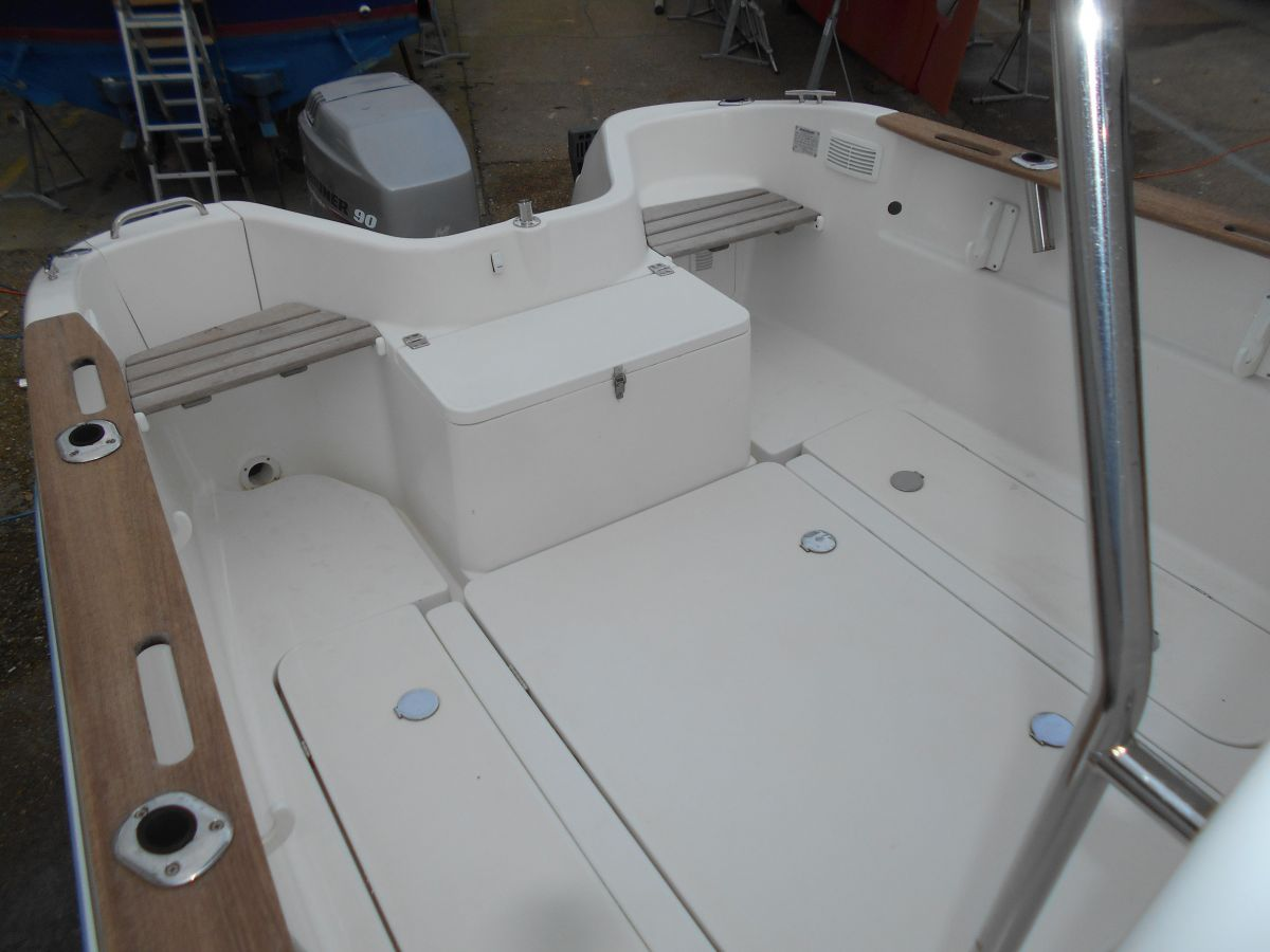 2005 Quicksilver 640 Pilothouse Huge Cockpit