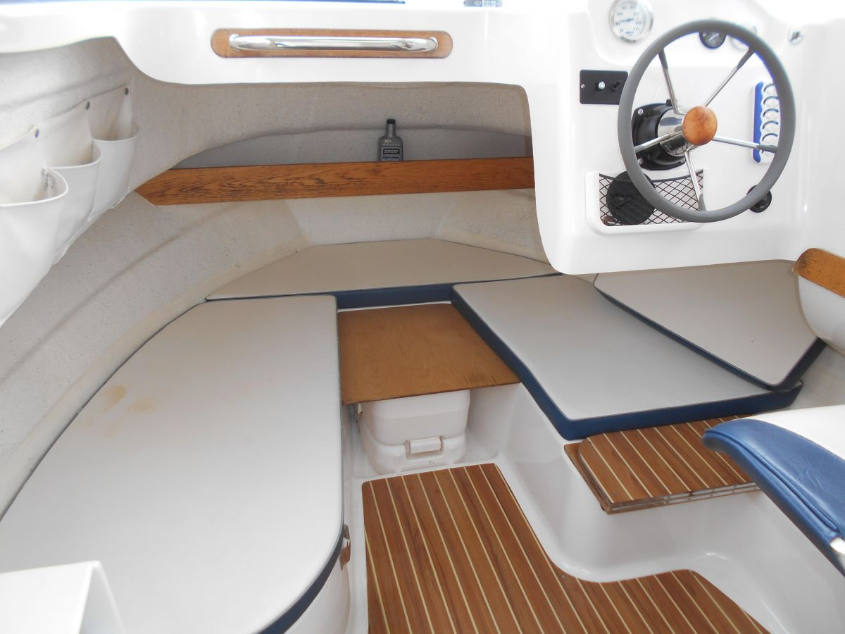 2005 Quicksilver 640 Pilothouse V Berth