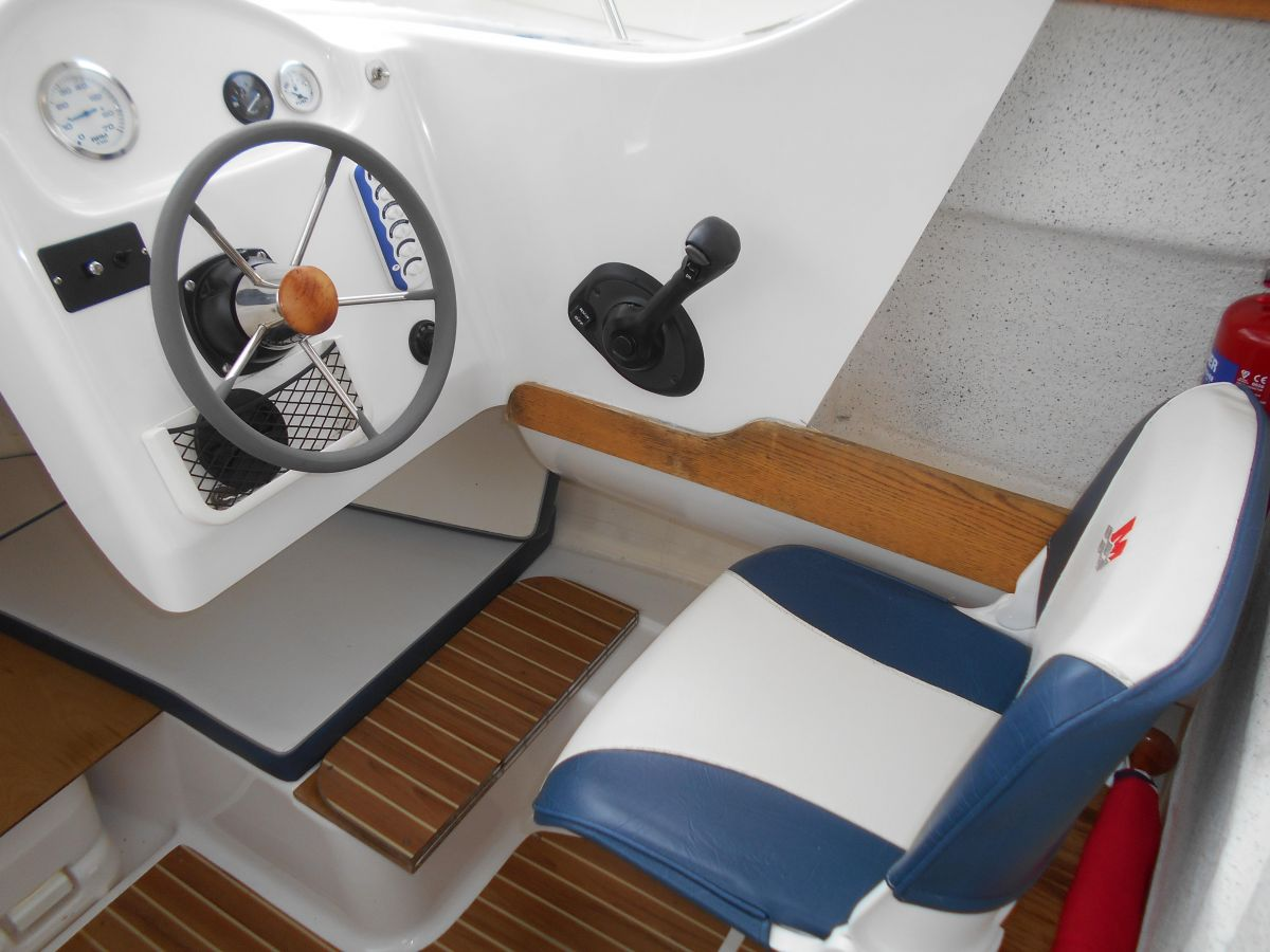 2005 Quicksilver 640 Pilothouse Helm