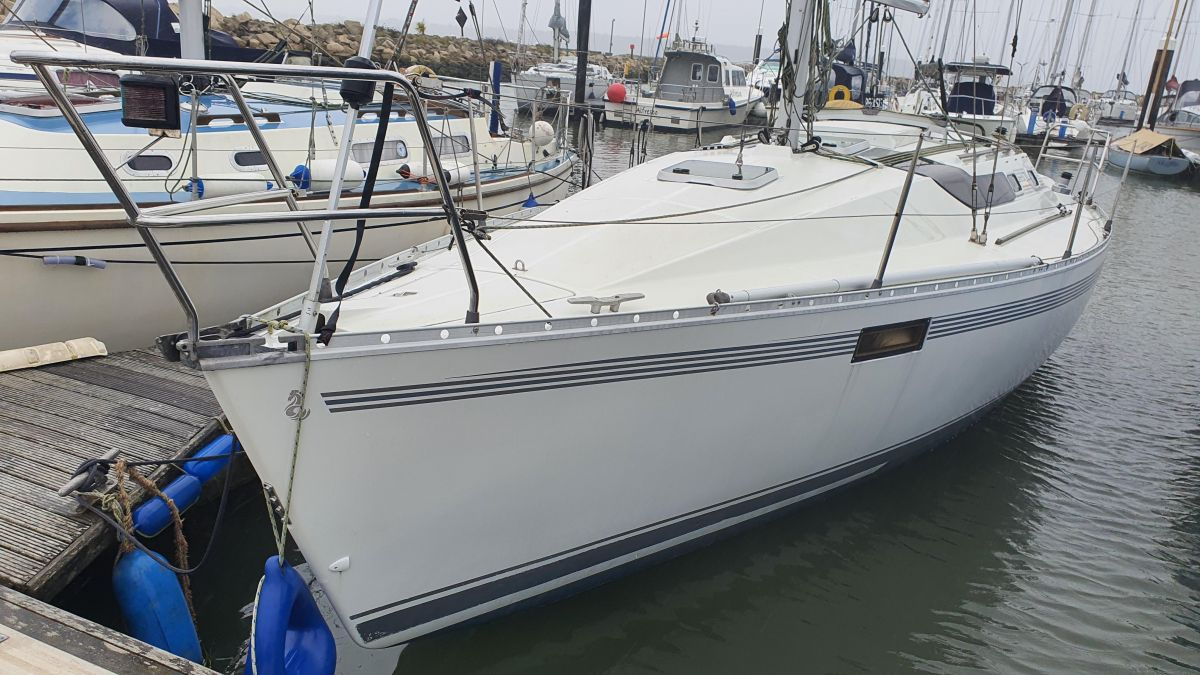 1987 Beneteau Oceanis 320 for sale in Poole by Clipper Marine Spain
