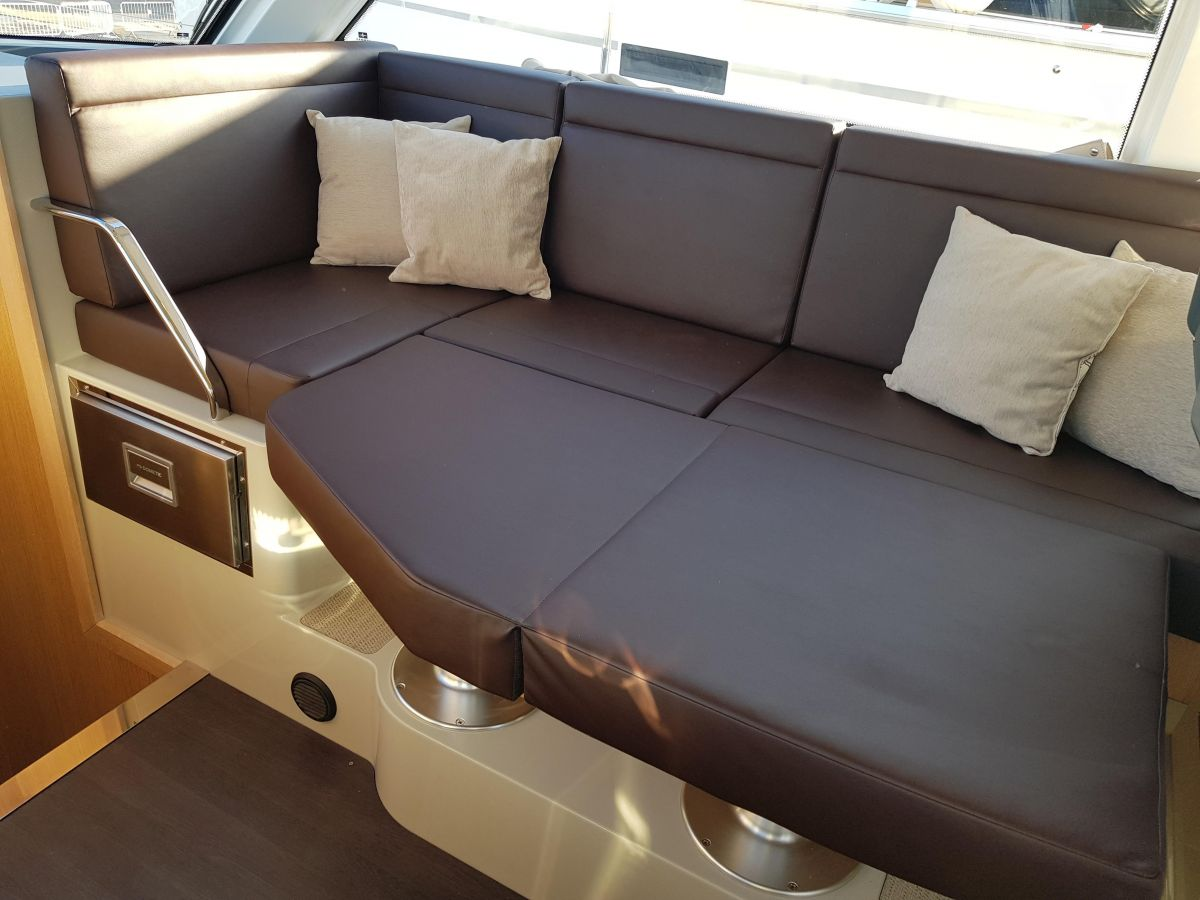 2018 Bavaria E34 Fly Saloon table with infill conversion
